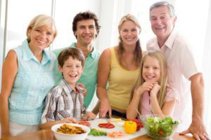 family-eating-healthy